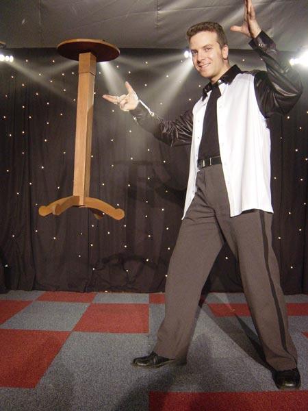 Etoile productions - Tour de magie table volante ...